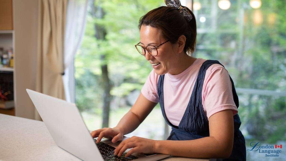 girl smiling at laptop